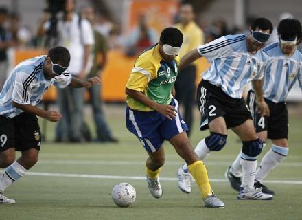 Futebol de 5 para cegos. Onde ter visão de jogo é só uma gíria ... 3e4a1b1ed4b25