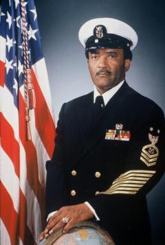 Carl Brashear, primeiro marinheiro chefe, patente maior na marinha dos Estados Unidos conseguida por um negro
