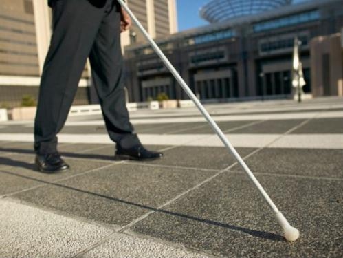 A bengala auxilia na orientação de pessoas cegas