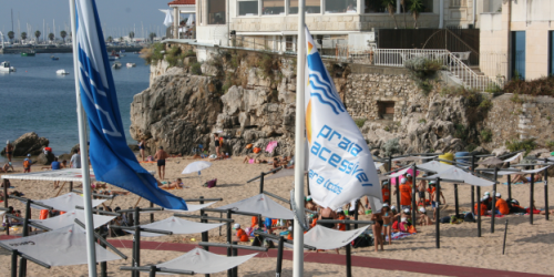 Bandeira Azul e Bandeira Praia Acessível em Cascais. Qualidade em balneabilidade e acessibilidade.