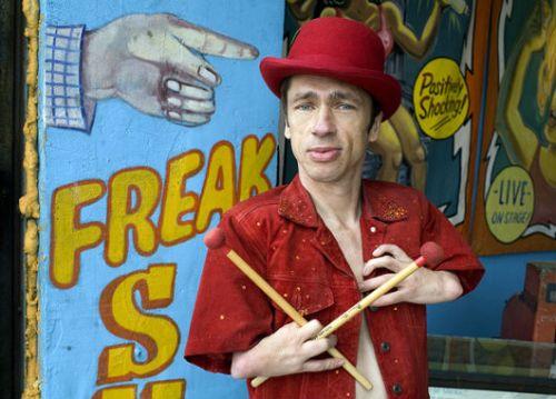 The Freak and the Showgirl, espetáculo estrelado por Mat Fraser no DadaFest