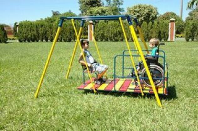 Resultado de imagem para brinquedos com acessibilidade para crianças com deficiência