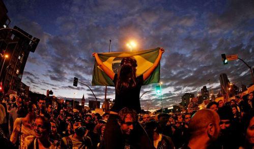 Manifestantes se concentraram no Largo da Batata, em São Paulo