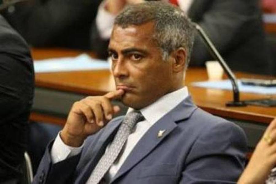 http://turismoadaptado.files.wordpress.com/2013/06/romc3a1rio-c3a9-o-presidente-da-comissc3a3o-de-turismo-e-desporto-da-cc3a2mara-dos-deputados-e-tambc3a9m-faz-parte-da-frente-parlamentar-em-defesa-da-pessoa-com-deficic3aancia.jpg