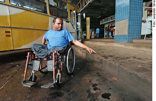 Calçadas acessíveis são o primeiro passo para a mobilidade urbana de pessoas com deficiência
