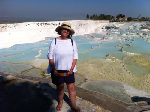 Isabel Brito em Pamukkale (Castelo de Algodão, em Turco), um conjunto de piscinas termais de origem calcária