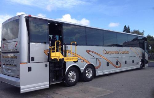 Plataformas elevatórias apropriadas para ônibus rodoviários