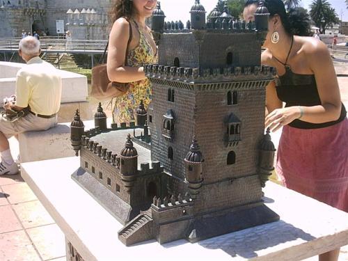 A maquete da Torre de Belém pode ser tateada e dar uma melhor noção de tamanho e localização a uma pessoa com deficiência visual
