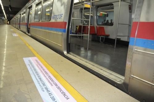 Marcações foram feitas nas plataformas de embarque de todas as estações para sinalizar a restrição aos vagões para de mulheres e deficientes