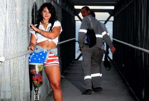 Camille Rodrigues chama a atenção de pedestre durante o ensaio em Niterói