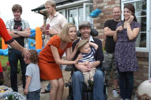 Neil Platt, portador de  esclerose lateral amiotrófica, escrevia diariamente e guardava objetos para o filho, Oscar