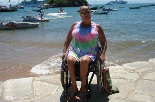 Célia critica a falta de estrutura oferecida por diversos serviços turísticos no Brasil