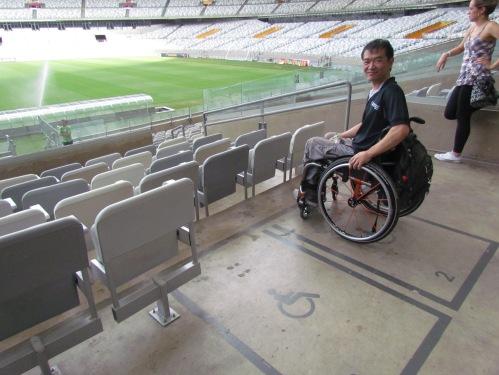 Uma média de 600 lugares reservados para pessoas com deficiência em cada estádio estão previstos.