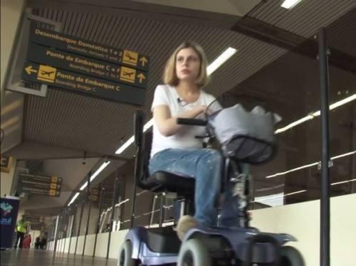 """Nathalia Blagevitch Fernandez, em trecho do documentário """"Acessibilidade nos aeroportos da Copa 2014"""""""