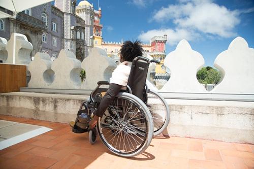 Palácio da Pena possui plataformas elevatórias que permitem acesso aos terraços, loja, restaurante e cafetaria