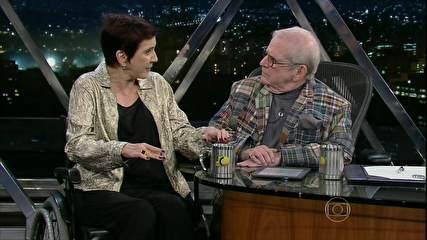 A jornalista Lucia Hipólito é uma das vítimas da síndrome de Guillain-Barré, está se recuperando mas ainda se locomove de cadeira de rodas