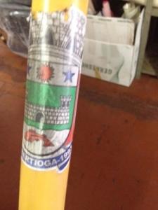 Cadeira anfíbia leva adesivo da Prefeitura de Bertioga