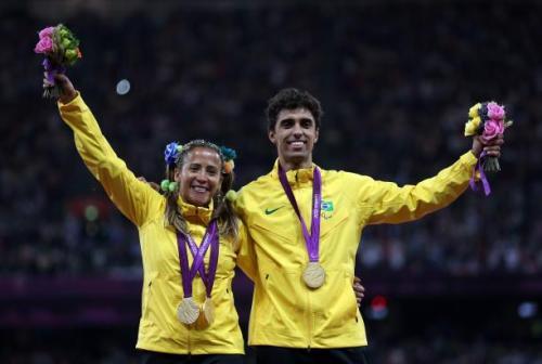 Os atletas paraolímpicos Terezinha Guilhermina (cega) e Guilherme Santana (guia) são os protagonistas do curta metragem 'A valsa do pódio'