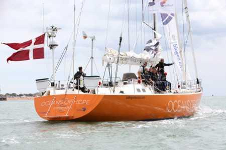 Pessoas com esclerose múltipla fazem parte da tripulação do projeto Oceans of Hope, que fará uma viagem ao redor do planeta