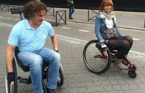 O ex-ministro dos Transportes Thierry Mariani passou-se por um cadeirante
