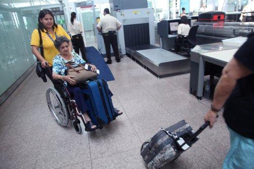 Los aeropuertos y las aerolíneas ofrecen servicios para la atención de usuarios con discapacidad, pero Son suficientes