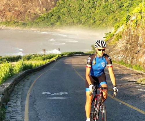 Fisioterapeuta, que venceu batalha contra a doença e começou a praticar o modalidade há quatro meses, participou de etapa da Copa Rio com sua bike