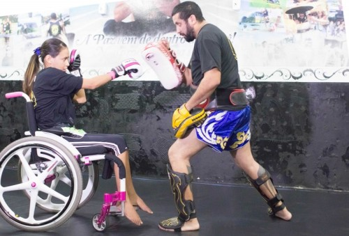 Larissa trena duro ao lado do mestre Alex Paraná, em Cuiabá. Arte marcial foi forma encontrada para relaxar e controlar corpo e mente.