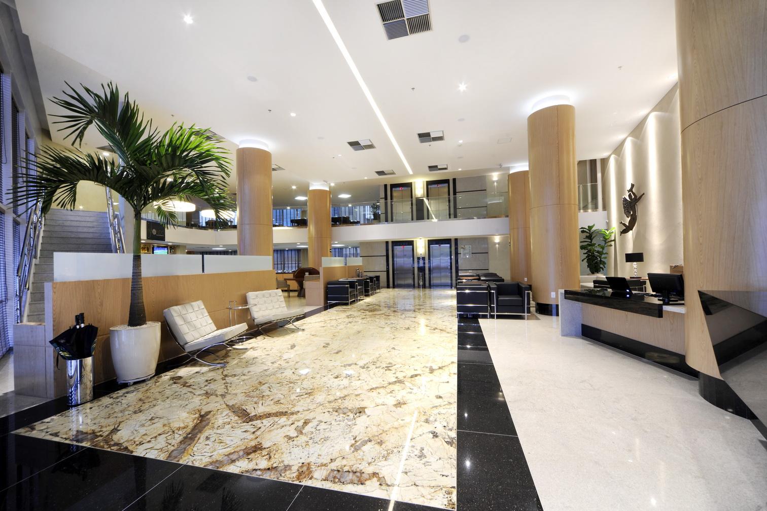 Quality Hotel Aeroporto Vitória conta com banheiros adaptados  #8A6D41 1512x1008 Banheiro Adaptado Com Chuveiro