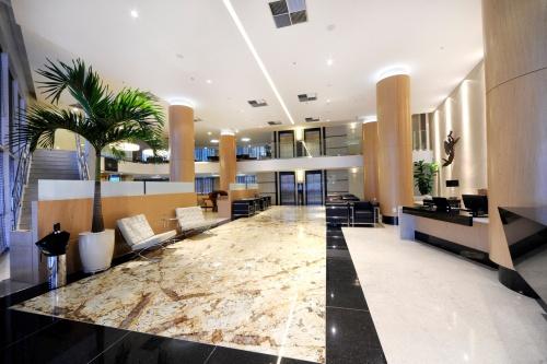 O Quality Hotel Aeroporto Vitória conta com banheiros adaptados, entre outros detalhes que buscam garantir mais conforto para deficientes hospedados no local.