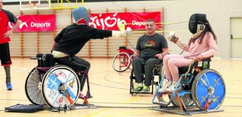 Actividades de la asociación MAR DE NIEBLA en el polideportivo de Mata - Jove. (© Jorge Peteiro). Gijón, 23/05/2015.