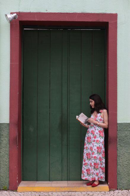 Primeiro romance da cearense Tércia Montenegro, Turismo para cegos será lançado hoje à noite. É a estreia da autora na Companhia das Letras