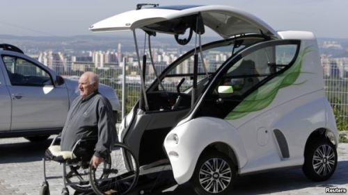 REHACARE mostra as últimas inovações no domínio da mobilidade, como Elbee, um veículo pode ser conduzido sem sair da cadeira, uma das grandes inovações deste ano