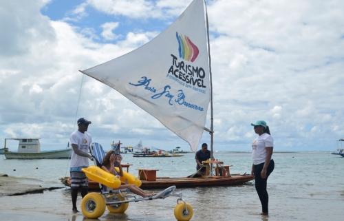 """Al noreste de Brasil, la principal ciudad del Estado de Pernambuco ofrece -en Puerto de Gallinas y otras costas- el proyecto inclusivo """"Turismo Accesible""""."""
