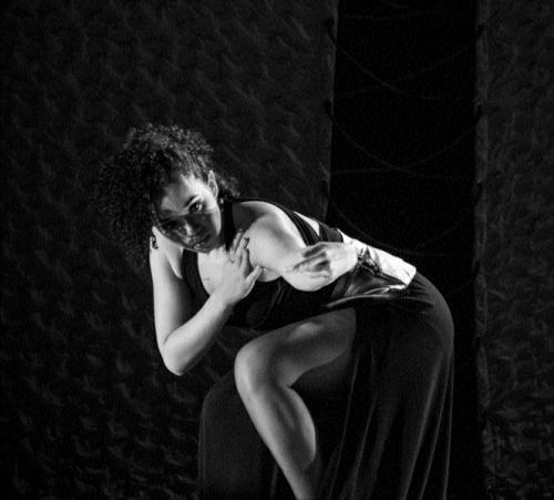 Espetáculo de dança com audiodescrição garantindo uma experiência diferenciada aos portadores de deficiência visual