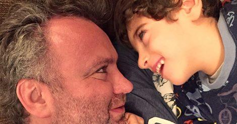 Fábio Sakkal e seu filho Felipe com paralisia cerebral foram vítimas da falta de organização das companhias aéreas brasileiras