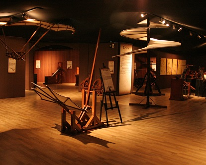 Mais de 60 obras estão expostas, 44 das quais são interativas e podem ser tocadas pelo público. A exposição fica em exibição até o dia 30 de junho.