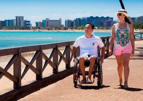 Praia e hotéis acessíveis. Maceió avança na acessibilidade.