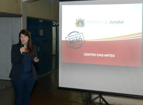 A secretária Daniela da Camara Sutti detalhou o projeto ao público