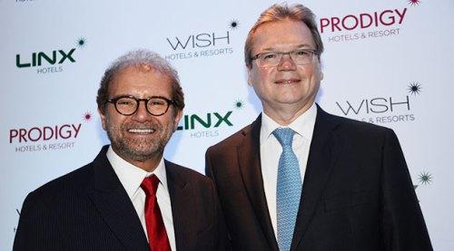 Guilherme Paulus, presidente da GJP Hotels & Resorts, ao lado do diretor geral da rede, Alberto Grau Neto
