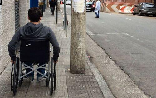 Muitas barreiras são enfrentadas para quem se locomove em cadeira de rodas, que somente são realmente percebidas quando se tem uma experiência prática