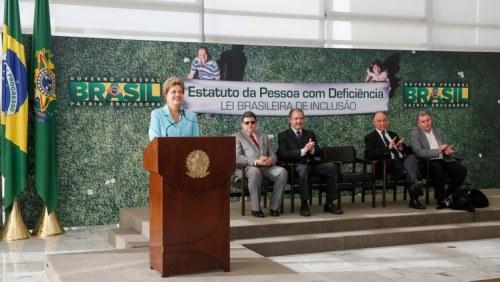 Presidenta Dilma Rousseff durante cerimônia de sanção do Estatuto da Pessoa com Deficiência - Lei Brasileira de Inclusão.
