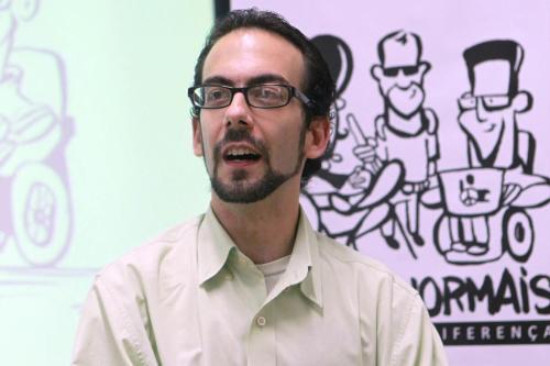 Rafael Bonfim é gestor para a inclusão de profissionais com deficiência e jornalista.