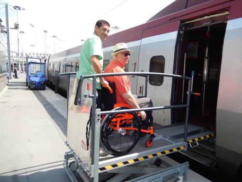 A rede de trens europeus possuem pessoal treinado e equipamentos para proporcionar acessibilidade