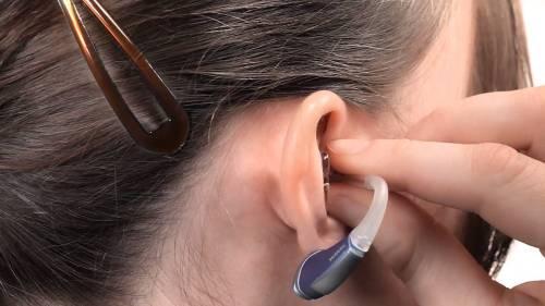 Algumas reflexões sobre a vida de quem precisa usar aparelhos de audição – mesmo que a perda auditiva não seja das mais graves.