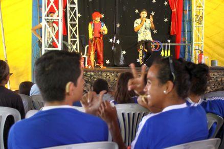 Cerca de 200 pessoas se divertiram com o circo montado no Condomínio Espiritual Uirapuru, no Castelão