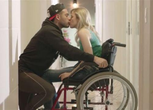 'Quando Deus Quer' mostra a história de um casal em que a mulher é cadeirante e do amor entre eles, que vence todo e qualquer preconceito