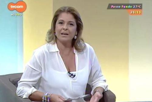 Regina Lima apresenta o programa Tudo Mais da tvcom debatendo questões de acessibilidade