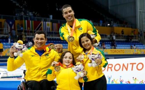 Revezamento 4x50m livre misto foi um dos ouros do Brasil no domingo