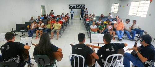 Alunos têm aulas de violão, teclado, bateria e canto, sendo que toda parte teórica é repassada através do braile para os 52 matriculados