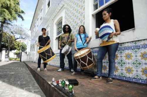 Batuqueiros do Silêncio é um grupo percussivo formado por surdos, que tem repertório influenciado pela cultura popular contemporânea. Foto Bruna Monteiro Esp. DP D.A Press